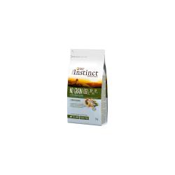 Receita sem cereais com batata, ervilhas e grão-de-bico como fonte de hidratos de carbono de fácil digestão.